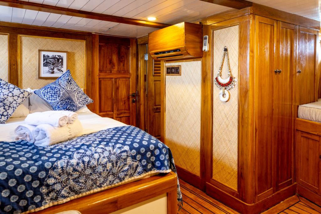 bedroom la unua liveaboard, comfort room while journey to komodo island